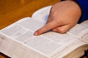 child-pointing-to-bible-verse